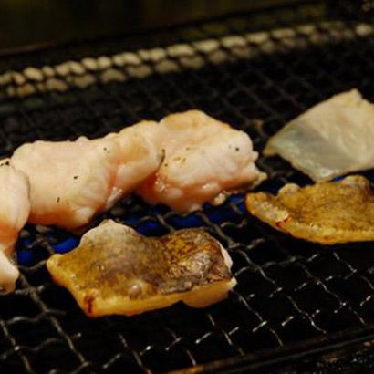 地元の魚介類が味わえる長久酒場